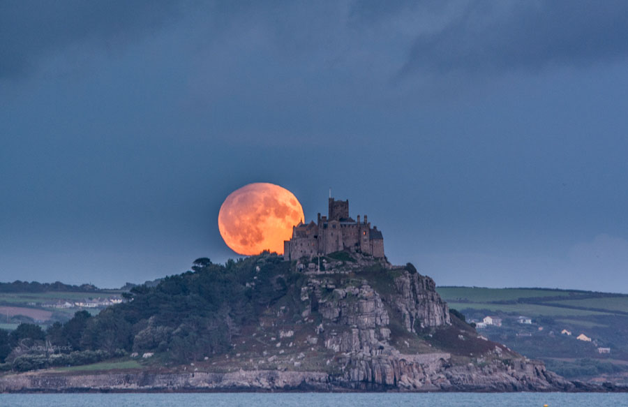 Uk Weather. Harvest Moon over St Michaels Mount